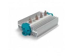 83116035 Separador de carga BMBI 1603. Sus componentes compensan la caída de tensión y garantizan que la carga continúa al nivel de tensión adecuado, incluso con varios bancos de baterías. Vista en perspectiva lateral